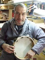 Gianpiero Donno mit einem seiner Tamburine