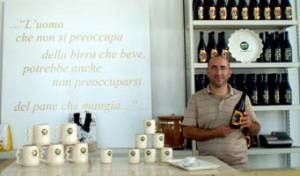 Brauereiinhaber Raffaele Longo in seinem Büro