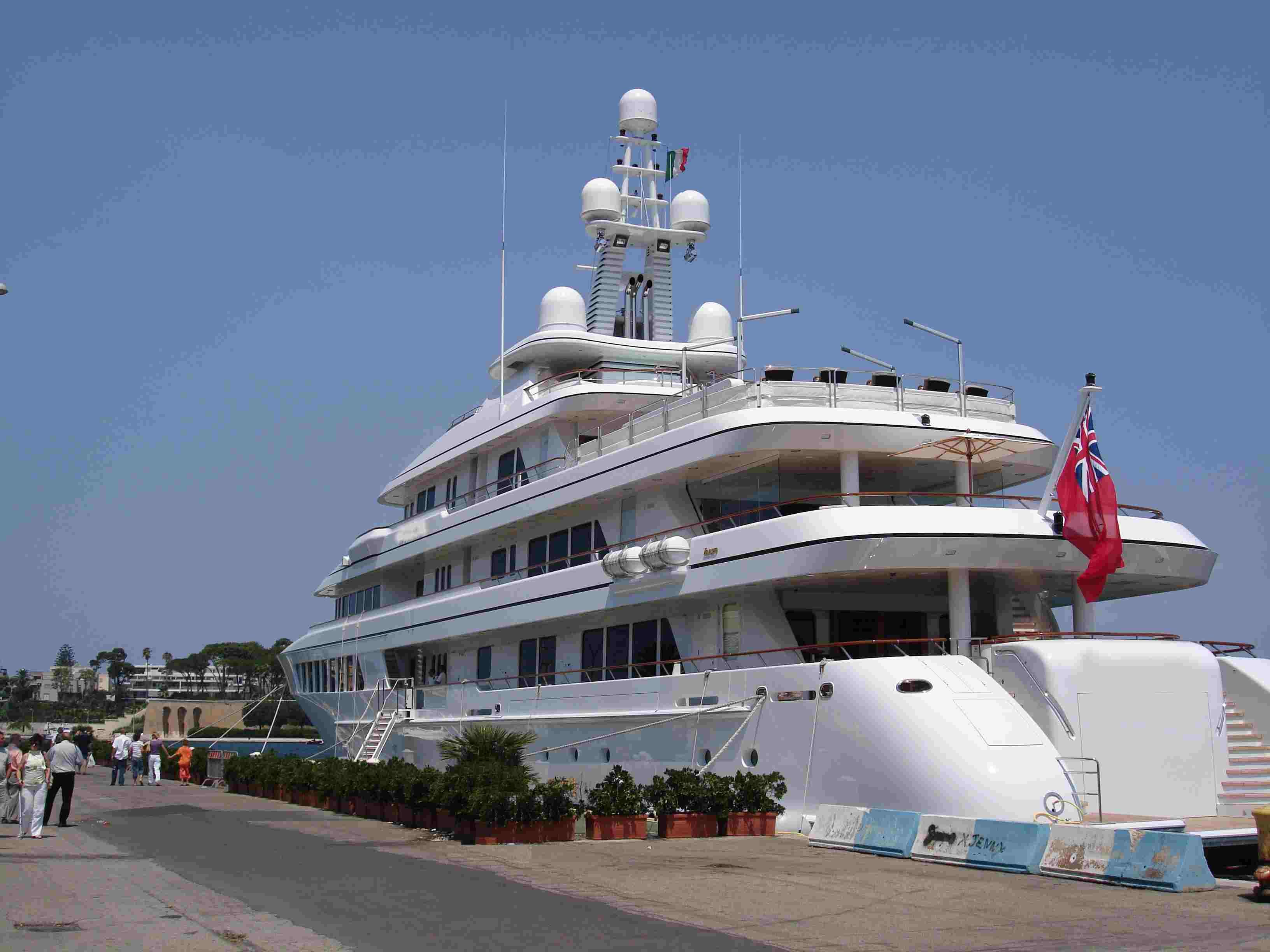 Yacht im Hafen von Brindisi