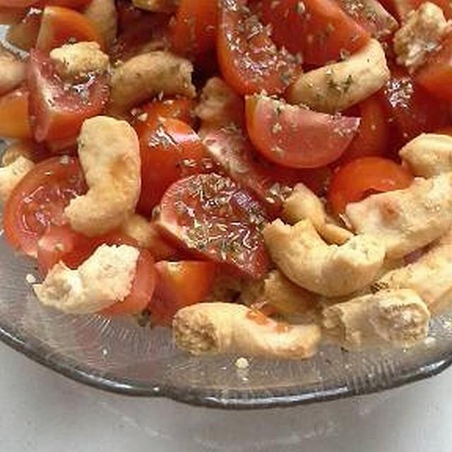 Cialledda - leckerer Tomaten-Taralli-Salat