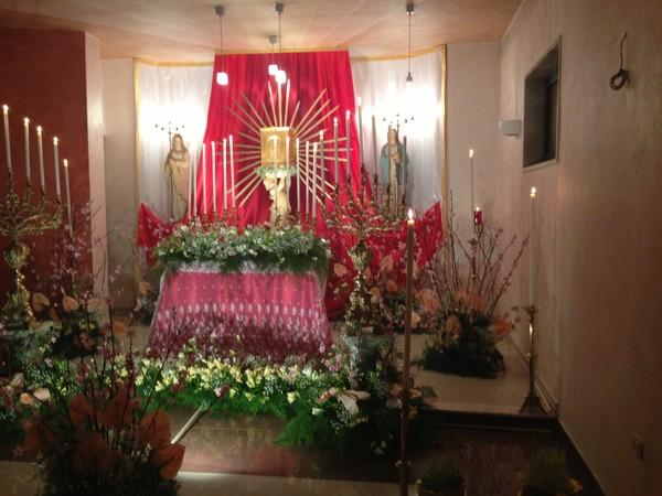 Geschmückter Altar Gründonnerstag - Chiesa S Nicola Brindisi