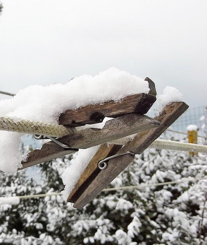 Wäscheleine im Schnee