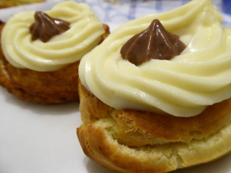 Zeppole - frittierte Brandteig-Creme-Teilchen