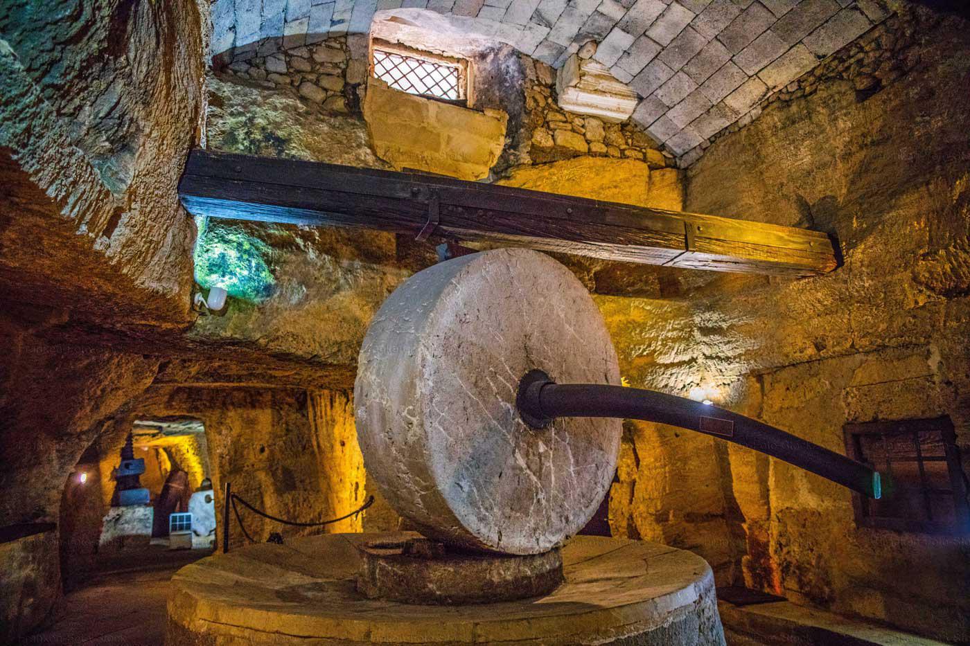 Unterirdische Ölmühle. Foto: R. Franken